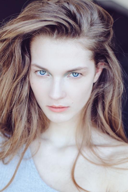 SARAH OPRAVILOVA - Exclusive
