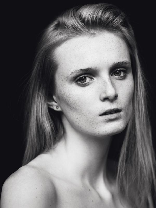 Justine Harding - Mainboard