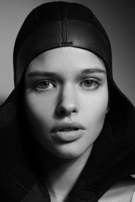 AMELIE DUMON - Future faces