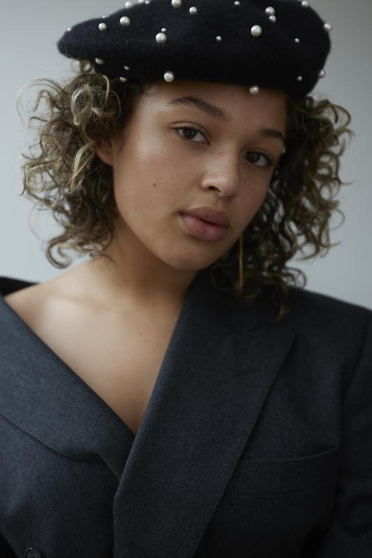 Sanne J - New faces curve