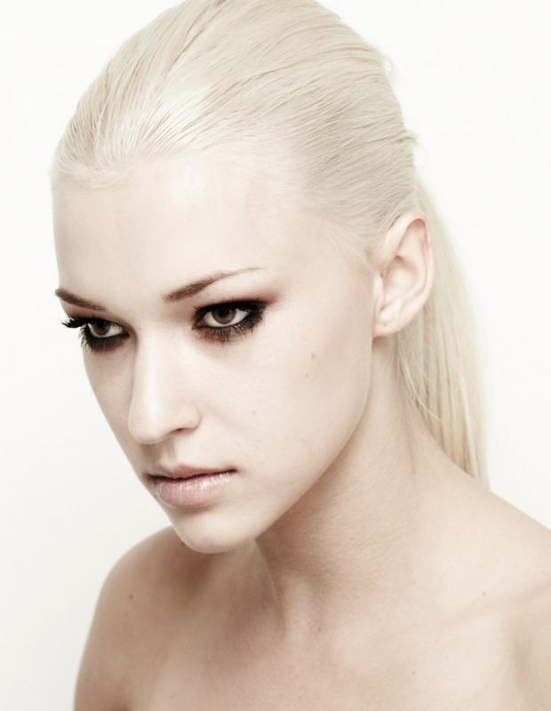 Laura Jane Schierhorn - Women - Make-up