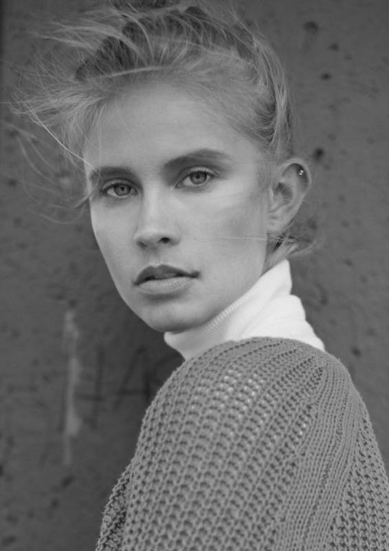Eline Syrdalen - Mainboard