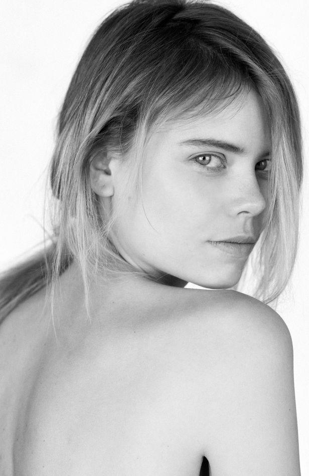 Kamilla Alnes - Mainboard