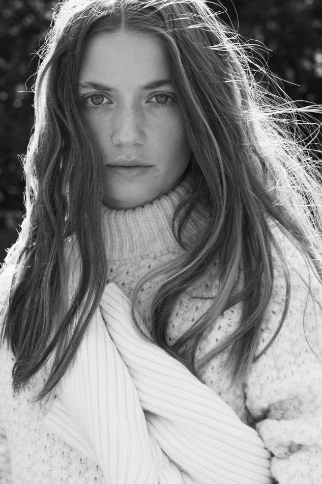 Gabriella Holsten - Mainboard