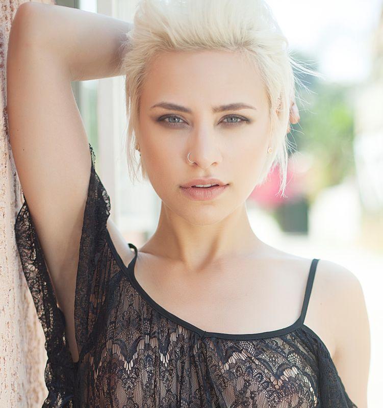 Amy Jo Colon - La mainboard (website)