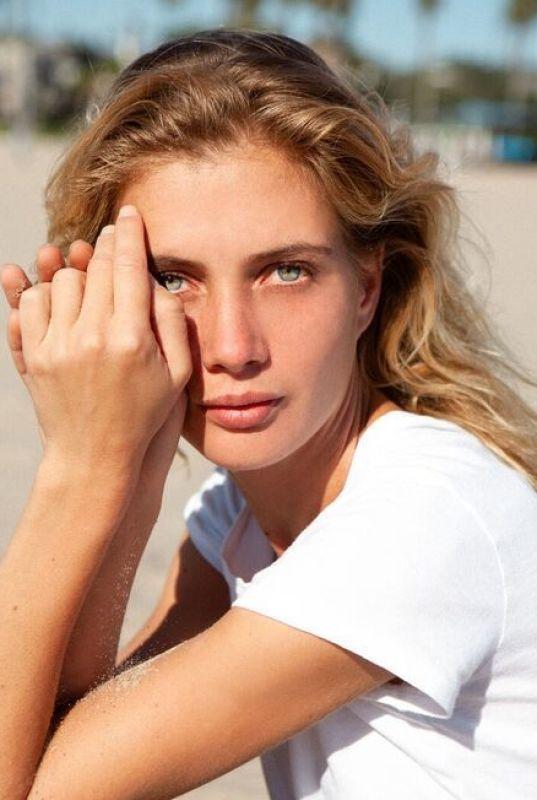 ANNA IARYN - Nyc mainboard (website)