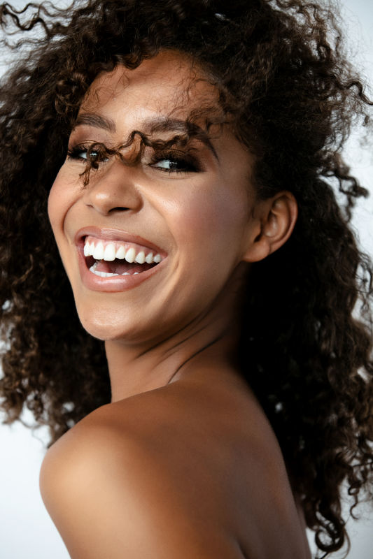 Alexis Smith - La mainboard (website)