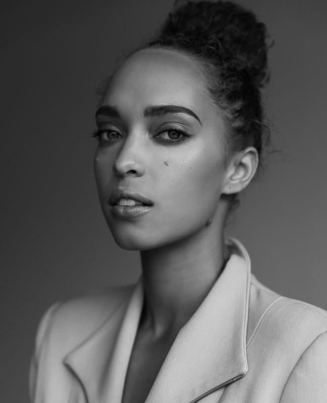 Monique Sypkens - La curve