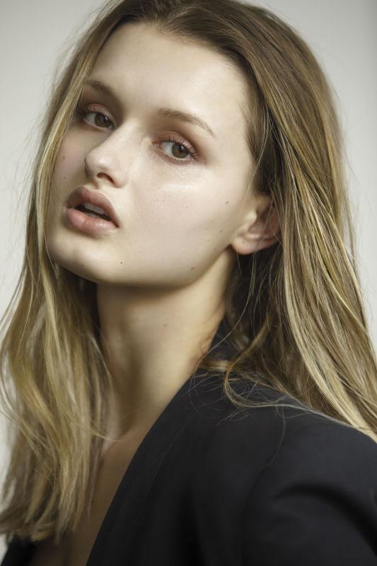Dani  - La w new faces