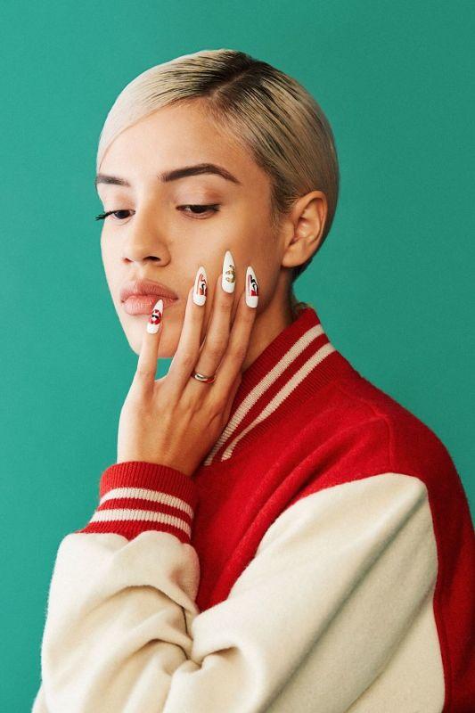 Alexandra Smith - Manicurist