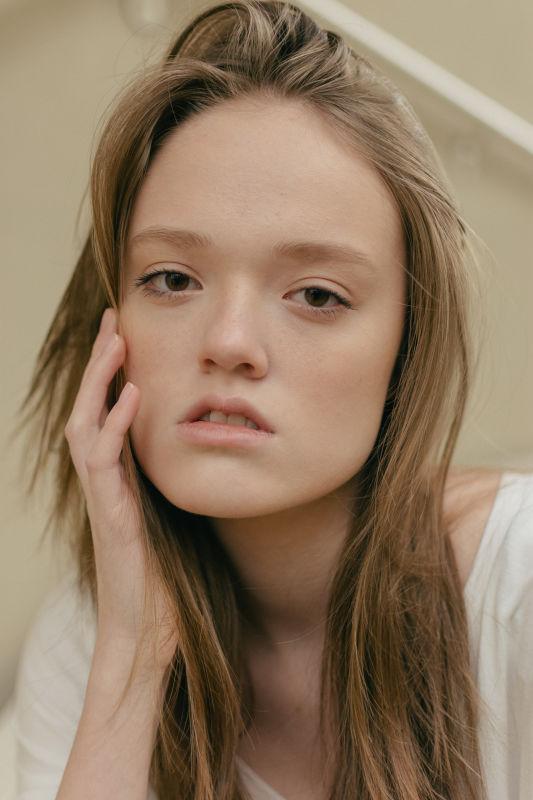 Zoe Meier - La w new faces