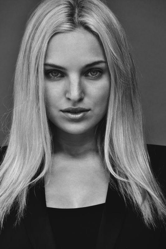 Nicole Amber